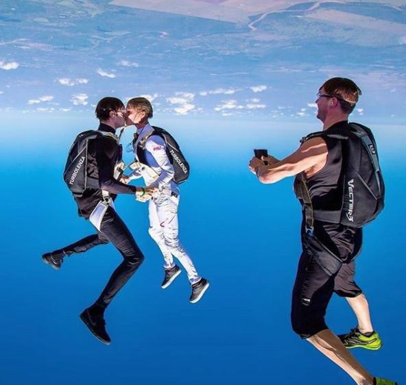 saut en parachute par insta @skydivinggram